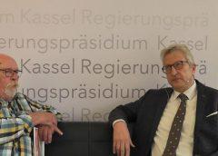 Der Kasseler Regierungspräsident Hermann-Josef Klüber im Gespräch mit EDR
